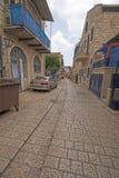 Ruhige Straße in einer alten Stadt lizenzfreie stockfotos