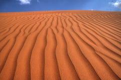 Ruhige Wüste unter blauem Himmel auf Sunny Climate Stockbilder
