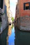 Ruhige Wasser-Gasse in Venedig Italien Stockbild