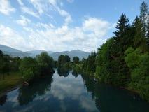 Ruhiger Fluss in Montenegro-` s Bergen, Stadt Plav Lizenzfreies Stockfoto