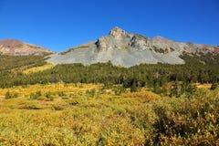 Ruhiger freier Herbsttag in den Bergen Stockbilder