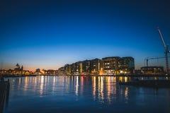 Ruhiger Hafen in Amsterdam, die Niederlande bei Sonnenuntergang stockfotografie