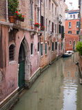 Ruhiger Kanal in Venedig Lizenzfreie Stockfotografie