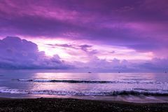 Ruhiger Morgen auf dem Ufer in Larnaka Stockbilder