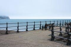 Ruhiger Pier und Meer Lizenzfreies Stockbild