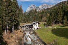 Ruhiger Platz in den Alpen Stockfotos