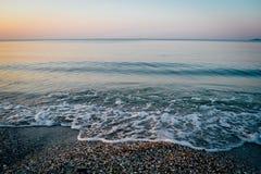 Ruhiger See bei Sonnenaufgang Stockbild