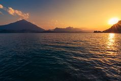 Ruhiger See Thun-Sonnenuntergang Lizenzfreies Stockfoto