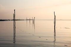 Ruhiger See und Himmel während des Sonnenuntergangs Lizenzfreies Stockbild