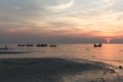 Ruhiger See und Himmel während des Sonnenuntergangs Lizenzfreie Stockfotografie