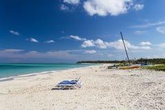 Ruhiger Tag auf einem sonnigen Strand im caribic Stockbild