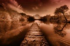 Ruhiger Teich an der Dämmerung Lizenzfreies Stockbild
