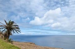 Ruhiger tropischer Atlantik-Landschaftshintergrund Lizenzfreies Stockfoto