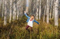 ruhiger Weg durch den Wald Lizenzfreies Stockbild