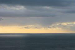 Ruhiges adriatisches Meer und bewölkter Himmel (Montenegro, Winter) Stockfotos
