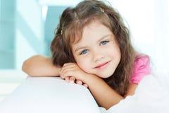 Ruhiges Mädchen lizenzfreie stockfotografie