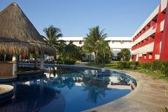 Ruhiges Pool im mexikanischen Hotel, Mexiko Stockfotos