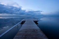 Ruhiges Seeabend Stockbilder