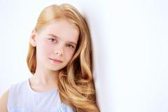 Ruhiges und nachdenkliches Mädchen stockfotografie