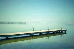 Ruhiges Wasser der Albufera-Lagune, Spanien Stockfoto