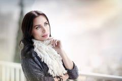 Ruhiges weibliches draußen sich entspannen Lizenzfreie Stockbilder