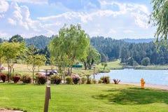 Ruidoso美丽的绿色公园  库存图片