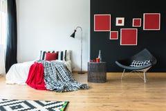 Verfijnde moderne slaapkamer stock foto afbeelding bestaande uit