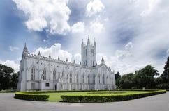 Ruime opvatting van St Paul Kathedraal, kolkata Royalty-vrije Stock Afbeeldingen