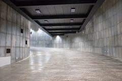 Ruimte binnen de bouw die uit krommen bestaan stock fotografie