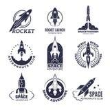 Ruimte logotypes Raketten en van de de bedrijfs maanontdekking van de vluchtpendel retro kentekens vector zwart-wit beelden royalty-vrije illustratie
