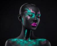 Ruimte van het oogkleuren van de meisjesmake-up de roze blauwe zwarte Stock Afbeeldingen