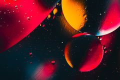 Ruimte of van het planetenheelal kosmische abstracte achtergrond Abstracte moleculesctructure De bellen van het water Macro van l Stock Foto's