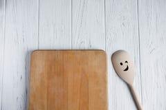 Ruimte voor tekst in de vorm van een oude keukenraad op een witte houten achtergrond Frame voor tekst De vector van de illustrati royalty-vrije stock fotografie