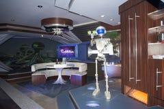 Ruimteberg - robot - sterrenoorlog - het magische koninkrijk landt morgen stock foto's