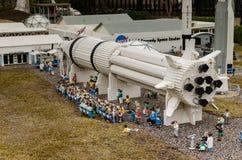 Ruimtedieraket van Lego wordt gemaakt stock afbeeldingen