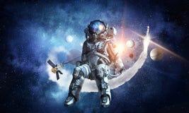 Ruimtefantasiebeeld met astronaut Gemengde media stock illustratie