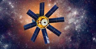 Ruimtesatelliet die de aarde op een achtergrondsterzon cirkelen royalty-vrije stock afbeelding