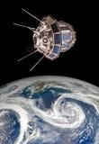 Ruimtesatelliet over de aarde Royalty-vrije Stock Afbeeldingen
