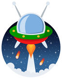 Ruimtevaartuig die in de Ruimte met Sterren vliegen Stock Foto