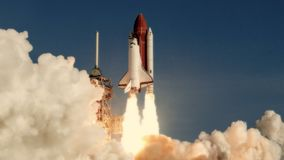 Ruimteveerlancering in langzame motie NASA-verwijderd embleem stock footage