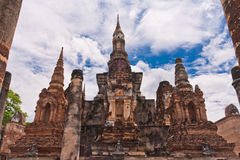 Ruin pagodas in sukhothai front overall Royalty Free Stock Images