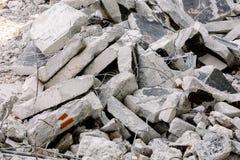 Ruina concreta apilada en una pared Imagen de archivo