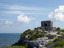 Ruina costera maya de El Castillo en Tulum Fotos de archivo libres de regalías