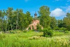 Ruina de la iglesia imagenes de archivo
