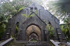 Ruina de la iglesia abandonada Foto de archivo libre de regalías