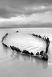 Ruina de la nave en la playa irlandesa Foto de archivo