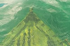Ruina de la nave en las aguas de la bahía georgiana imagen de archivo