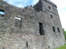 Ruina de la pared del castillo imagenes de archivo