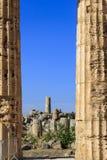 Ruina de las columnas griegas del templo - Sicilia, Italia Foto de archivo libre de regalías
