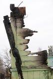 Ruina de madera quemada de la pared Fotos de archivo